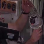 無重力の水の中で浮かぶGoPro動画 NASA 「Water Bubble in Space」